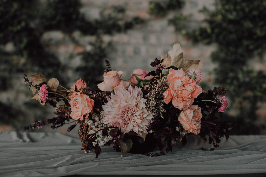 Urban wedding moments with a boho bride and soft peachy flowers.