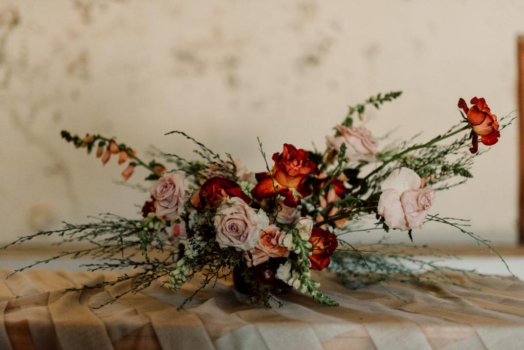Autumn inspired wedding inspiration with gold accents and warm tones.